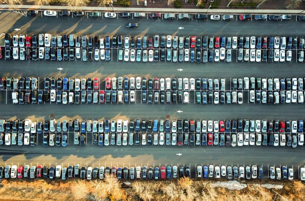 Ha nehézkesen megy a parkolás, vagy esetleg félsz az emelkedőn a visszagurulástól.