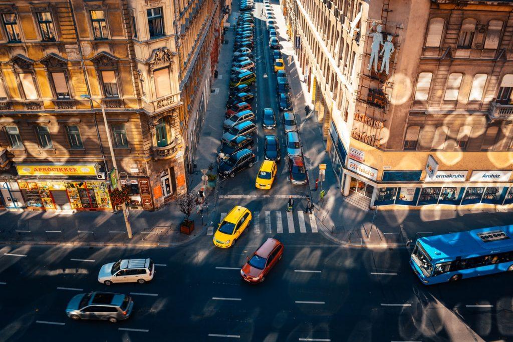 Ha vidéken vizsgáztál, ezért ijesztő és idegen a budapesti forgalom.